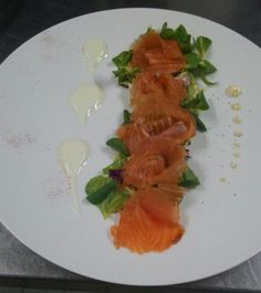 For another sunny and hot day in Sorrento Hotel Zi' Teresa suggest to its guests a fresh and light lunch: salmon with small mixed salad and yogurt sauce! Sorrento Hotel, Yogurt Sauce, Hot Days, Salmon, Lunch, Restaurant, Fish, Ethnic Recipes, Eat Lunch