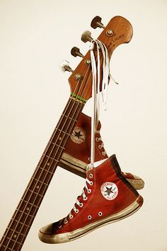 Rock and Roll, bass and Converse Converse All Star, Converse Chuck Taylor, Converse Style, Gorillaz, Rock Poster, Fred Instagram, El Rock And Roll, Music Aesthetic, Retro Aesthetic