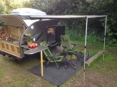If you love compact travelling, a teardrop trailer camper is the one for you. With these free teardrop trailer camper plans, you can build an exciting one on the budget! Popup Camper, Tiny Camper, Rv Campers, Camper Trailers, Travel Trailers, Camper Van, Tiny Trailers, Small Campers, Camping Hacks