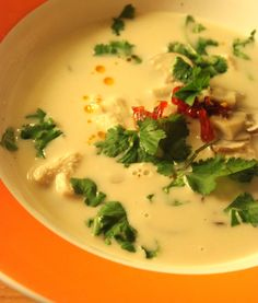 Tom Kha Kai, Asian Recipes, Ethnic Recipes, Soups And Stews, Cheeseburger Chowder, Soup Recipes, Thermomix Soup, Toms, Favorite Recipes