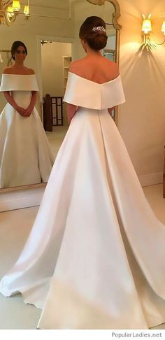 Simple and glam wedding dress for a queen