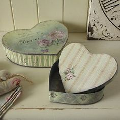 (via Shabby Chic Accessories, french Shabby Chic, shabby chic products) Más Decoupage Box, Decoupage Vintage, Altered Boxes, Altered Art, Manualidades Shabby Chic, Shabby Chic Accessories, I Love Heart, Heart Diy, Shabby Chic Crafts