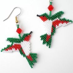 Cheeky Green and Red Hummingbird Earrings door misschicboutique Bead Embroidery Jewelry, Beaded Embroidery, Beading Projects, Beading Tutorials, Peyote Patterns, Beading Patterns, Red Hummingbird, Brick Stitch Earrings, Native Beadwork