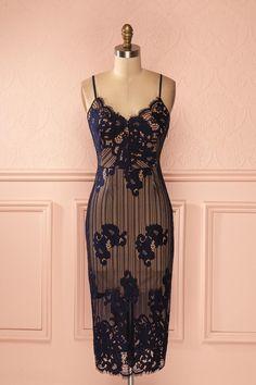 Robe ajustée mi-longue dentelle bleu marine doublure nu - Navy blue lace beige lining fitted mid-length dress