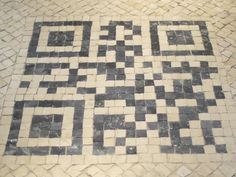 This QR Code made of cobblestones in Chiado provides tourist information on your smartphone! #QR