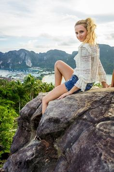 thailand wearing mom shorts knitted top holiday style fashion blonde bloger girl ootd
