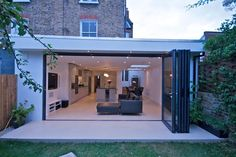 wrap around side and rear extension with flat roof Kitchen Diner Extension, Open Plan Kitchen, Exterior Design, Interior And Exterior, Roof Extension, Extension Ideas, House Extensions, Open Plan Living, Jacuzzi