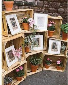 One of the budget-friendly element of country wedding is wooden crates. In our guide of wooden crates wedding ideas, we gathered the most pinned pictures. Wedding Blog, Diy Wedding, Wedding Flowers, Wedding Photos, Dream Wedding, Wedding Ideas, Table Wedding, Wedding Themes, Wedding Ceremony