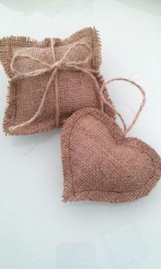 http://articulo.mercadolibre.com.ar/MLA-578274448-souvenirs-arpillera-ideal-casamientos-baby-shower-y-cumple-_JM
