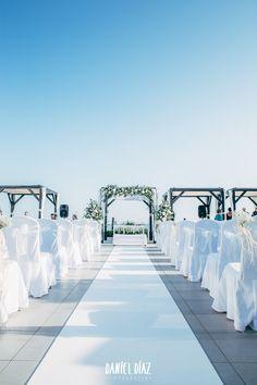 Una fantástica boda en la playa de Marbella. A fantastic wedding in Marbella beach.
