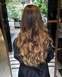 World Fantastic Photos brown californian hair Style, Hair Balayage Hair Blonde, Brown Blonde Hair, Brunette Hair, Bayalage, Black Hair, Californian Hair, Cabelo Ombre Hair, Long Length Hair, Spring Hairstyles