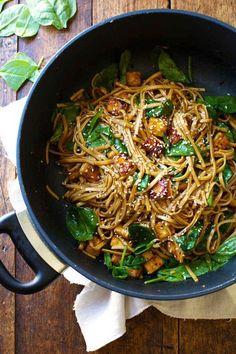 エスニックの香りを食卓へ。アジアの焼きそばアレンジレシピ7選 - macaroni