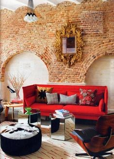 exposed brick wall, red sofa Everything about this! Funky House, Home Interior, Interior Decorating, Decorating Ideas, Antique Interior, Porch Decorating, Exposed Brick Walls, Brick Arch, Interiores Design