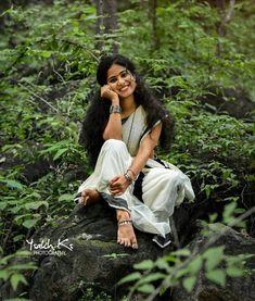 pairs of photo shoots posing Kerala – girl photoshoot poses Indian Photoshoot, Couple Photoshoot Poses, Saree Photoshoot, Photoshoot Ideas, Best Photo Poses, Girl Photo Poses, Girl Photos, Couple Photography Poses, Photography Women