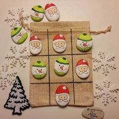 Ho Ho Ho... Let's play Tic Tac Toe Stone Crafts, Rock Crafts, Diy Arts And Crafts, Christmas Crafts, Pebble Painting, Pebble Art, Stone Painting, Christmas Rock, Kids Christmas