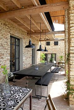 Investir la terrasse comme une pièce en plus de la maison . Outdoor Decor, House Design, Outdoor Space, House Exterior, Patio Design, Exterior Design, New Homes, Outdoor Dining, Outdoor Design
