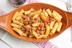 Ricetta Tortiglioni con salsiccia piselli e pomodoro