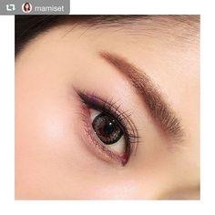 2016/11/23 23:30:21 calmedor_clb #repost @mamiset via @PhotoAroundApp 韓流好きの先輩に韓国女優さんの画像見せて貰いすぎて、メイクをちょっと韓流に寄せる(笑) 眉はdiorのアイブロウペンシル593。パウダーをペンシル状に固めてるタイプでものすごく気に入ってストック買いしてたやつ これで眉の下部分を描き足し、眉尻も太めにボカします。 シャドウはvisee AVANT 008のオレンジ。これを上下のまぶたに。 ラインはDUPのシルキーリキッドアイライナーブラックで粘膜〜目尻長めに描いて、目尻はブラウンのシャドウ(visee AVANT 020)で太く描き足す。上まぶたがブラウンに見えるのはブラウンシャドウが混ざったからですね。ハイ。 今日は下マスカラなし! カラコンはキャレムドール エレガンスシリーズのblack×brown だよ!グレーに見えるけど(´⊙ω⊙`) さて、今週もあっという間に終わった。今月最後の東京flight✈️ #makeup #eyes #メイク #アイメイク #カラコン #オルチャン…
