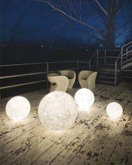Las lámparas de suelo crean una iluminación muy especial. Son perfectas para tu jardín o terraza. #decoracion #lamparas #terraza #diseno #hogar