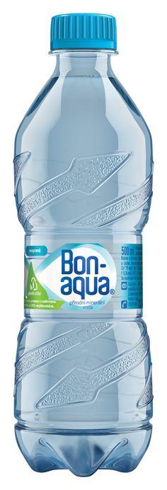 PET láhev PlantBottle na vodu Bonaqua, vyrobená ze 30 % z rostlin společností Coca-Cola, získává nový tvar Twist. Ten umožňuje více stlačit lahev a zmenšit tak objem plastového odpadu o téměř polovinu, usnadňuje třídění odpadu a manipulaci.