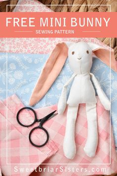 Free rabbit sewing pattern for mini dollhouse size bunny (works great in scale doll houses!) Can be sewn on machine or by hand. Pattern includes step by step video tutorial to guide you through the whole process. Finished 6 inch bunny is perfect for E Doll Patterns Free, Plushie Patterns, Animal Sewing Patterns, Stuffed Animal Patterns, Pattern Sewing, Fabric Doll Pattern, Handmade Dolls Patterns, Softie Pattern, Sewing Stuffed Animals
