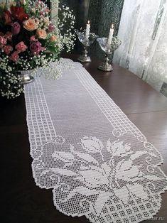This Pin was discovered by Kar Crochet Placemats, Crochet Doily Patterns, Thread Crochet, Crochet Motif, Crochet Doilies, Crochet Stitches, Free Crochet, Knit Crochet, Lace Table Runners