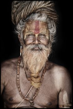 Portraits of sadhus, the Hindu holy men who shun all comforts Gangadas Population Du Monde, Barba Grande, Old Faces, Tribal People, Dreadlocks, Interesting Faces, World Cultures, People Around The World, Belle Photo