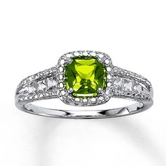 But not lab-created. love the style tho Lab-Created Emerald Ring Cushion-cut Sterling Silver Mens Emerald Rings, Anniversary Jewelry, Anniversary Ideas, Engagement Rings For Men, Ring Pictures, Rings For Her, Kay Jewelers, Ring Verlobung, Solitaire Ring