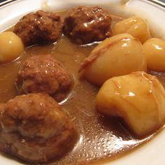 Recette: Ragoût de Boulettes de Maman - Circulaire en ligne Stew Meat Recipes, Meatball Recipes, Cooking Recipes, Recipe Stew, Canadian Cuisine, Canadian Food, Meatball Stew, Minced Meat Recipe, How To Cook Meatballs