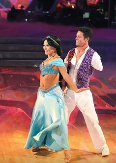 "Week5 (Disney Night); Sharna Burgess & Noah Galloway danced to  ""A Whole New World"" from Aladdin"