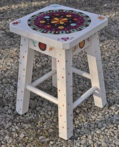 banquito pintado 3 Painted Bar Stools, Hand Painted Chairs, Wooden Stools, Hand Painted Furniture, Funky Furniture, Paint Furniture, Furniture Makeover, Furniture Decor, Colorful Chairs