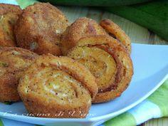 Girelle di pane farcite fritte dorate