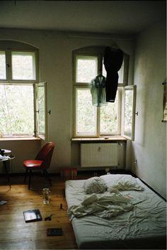 Chaotisches Schlafzimmer Berlin