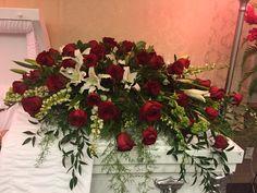 Red rose casket spray Florist Window Display, Window Displays, Funeral Flower Arrangements, Funeral Flowers, Funeral Caskets, Funeral Sprays, Funeral Ideas, Casket Sprays, Sympathy Flowers