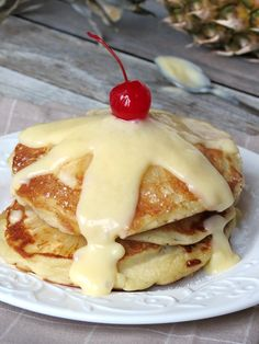 Upside Down Pineapple Pancakes With Pineapple Ingredients For the pancakes: 1½ cups all-purpose flour 1 teaspoon baking powder ¾ teaspoons baking soda a pinch of salt 1 egg 2 tablespoons sugar ½ teaspoon vanilla extract 4 tablespoons unsalted butter, melted 1⅓ cups buttermilk 1 can (20 oz.) pineapple slices in juice, drained, juice reserved maraschino cherries, stemmed canola oilCurd