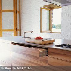 Ein Anwesen im Südwesten Frankreichs: Vier ehemals bäuerliche Gebäude werden nach und nach renoviert und zu Künstlerateliers umfunktioniert. ___________________________ #kitchen #kueche #bulthaup #design #interior #living #wohnen #kueche #einrichten