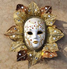 Venice mask oval form with leaves