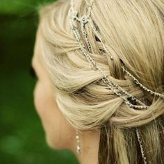 A gorgeous new trend for unforgettable wedding day hairstyles - Hair Jewelry! (Image by The Mastersons)