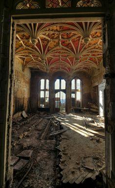 Abandoned Florence Caplain