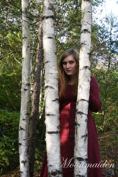 Maiden in the woods http://ithilien-moonmaiden.tumblr.com/