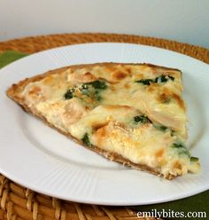 Chicken Alfredo pizza - 5 pts on Weight Watchers.. Looks amazing!