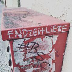 Apocalypse Love. By Francis Heart Coppola. #love #liebe #berlin #neukölln #neukoelln #berlincity #berlinstagram #berlinstreetart #streetartberlin #streetarteverywhere #streetart #graffitiart #kaugummiautomat #chewinggum #liebefüralle #apocalypse #endzeit
