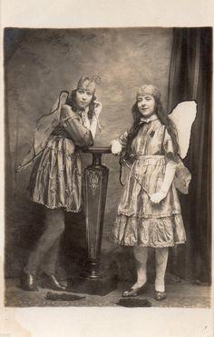 Carte Photo Vintage Card RPPC Femme Pappilons