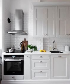 Extraordinary Grey Kitchen Cabinets Design For You Copy Grey Kitchen Cabinets, Kitchen Cabinet Design, Kitchen Redo, Home Decor Kitchen, Rustic Kitchen, Interior Design Kitchen, New Kitchen, Home Kitchens, Kitchen Remodel