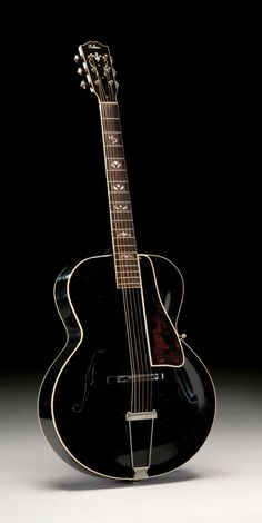 Vintage Gibson L-10  THE L-10     Though mentioned in a Gibson dealer price list of 15th November 1931, the L-10 didn't appear in a Gibson catalogue until the following year (catalog U of 1932). Serial number: 92606 shipped in 1935