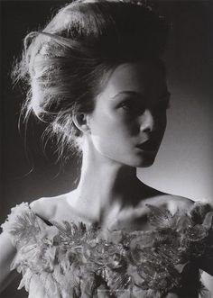 http://tig-fashion.blogspot.com/2010/06/upswept-hair.html?utm_source=feedburner