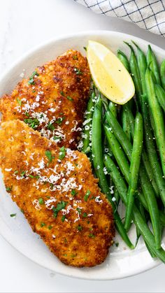 Easy Parmesan crusted chicken is a delicious, easy weeknight dinner recipe. Juicy chicken breasts breaded and cooked until golden makes this Parmesan crusted chicken recipe the perfect easy dinner served with a simple side. Chicken Parmesan Recipes, Best Chicken Recipes, Steak Recipes, Parmesan Crusted Chicken Easy, Butter Chicken, Garlic Butter, Chicken Cutlets, Chicken Breasts, Shawarma Chicken