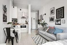 Il faut avoir beaucoup réfléchi pour agencer un appartement de 28m², où la cuisine sans empiéter trop sur l'espace ne soit pas rikiki, et que toutes les fonctions que l'on attend du lie…