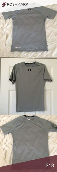Under Armour MEN'S fitted tee Under Armour men's fitted short sleeve shirt. My husband received as a gift, but it was too small for him. I must have worn it once because there are three small black stains on back. I'm not sure how I managed to do that or if it was bought like that. See zoomed in pics (4th and 5th photos). I don't think they're noticeable. Under Armour Shirts Tees - Short Sleeve