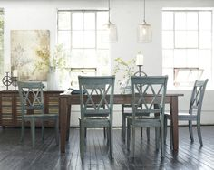 This dining room table is perfect for a rustic chic home. I'm absolutely in love <3
